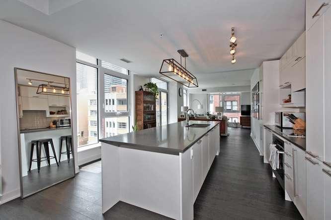 30 Nelson St Unit 423 Toronto-small-016-24-KitchenBreakfast Bar-666x444-72dpi.jpg