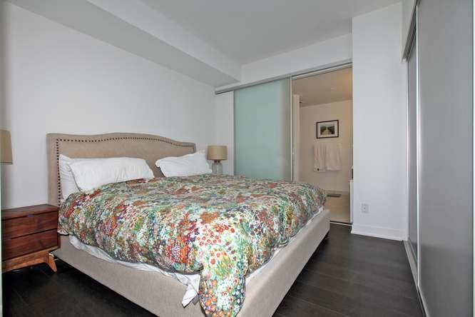 30 Nelson St Unit 423 Toronto-small-019-43-Master Bedroom-666x444-72dpi.jpg