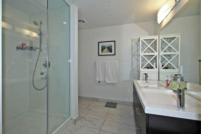 30 Nelson St Unit 423 Toronto-small-021-15-Master Bedroom Ensuite-666x444-72dpi.jpg