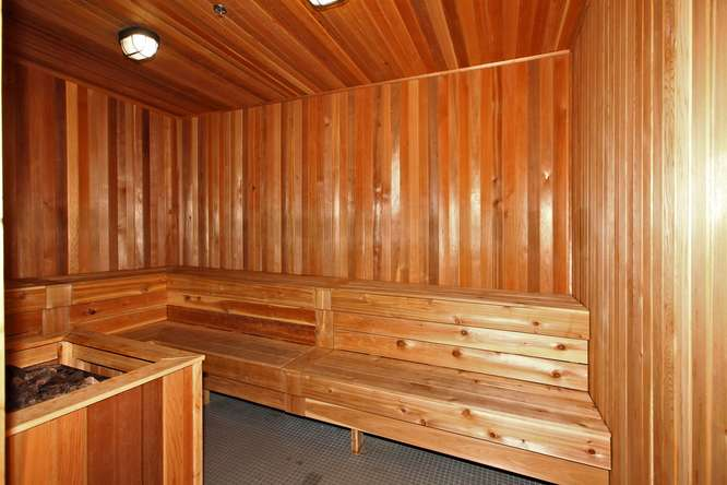 30 Nelson St Unit 423 Toronto-small-039-27-Building  Sauna-666x444-72dpi.jpg
