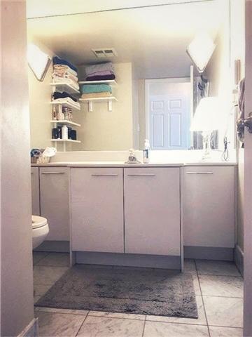 bathroom- 24 hanover.jpg