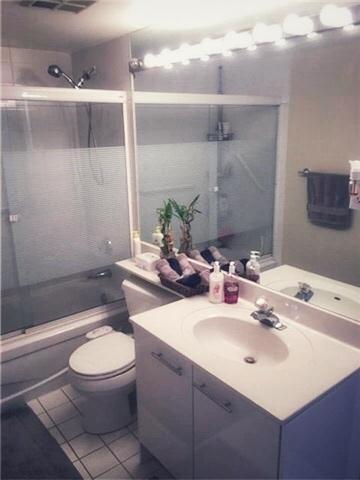 bathroom 2- 24 hanover.jpg