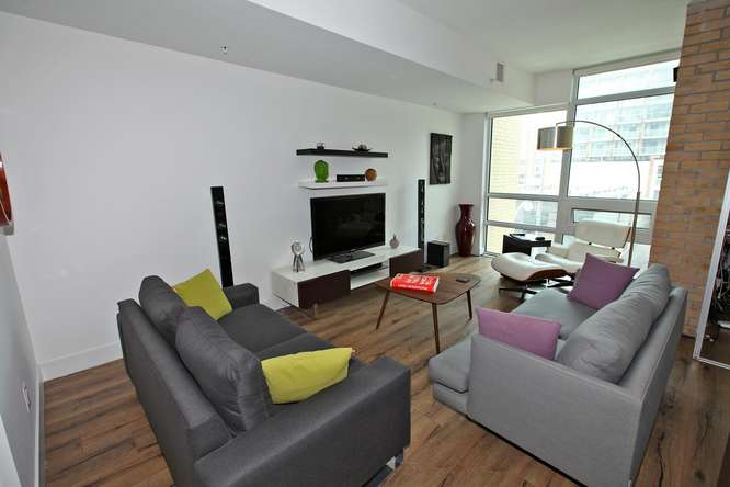 39 Sherbourne 302 Toronto ON-small-011-21-Living Room-666x444-72dpi.jpg