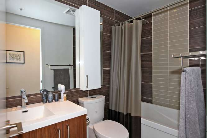 39 Sherbourne 302 Toronto ON-small-020-20-Bathroom-666x444-72dpi.jpg