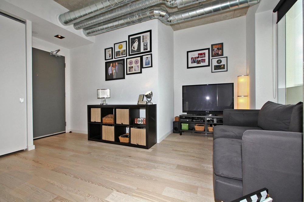 170 Bayview Avw Unit 410-large-010-7-Living Room-1500x1000-72dpi.jpg