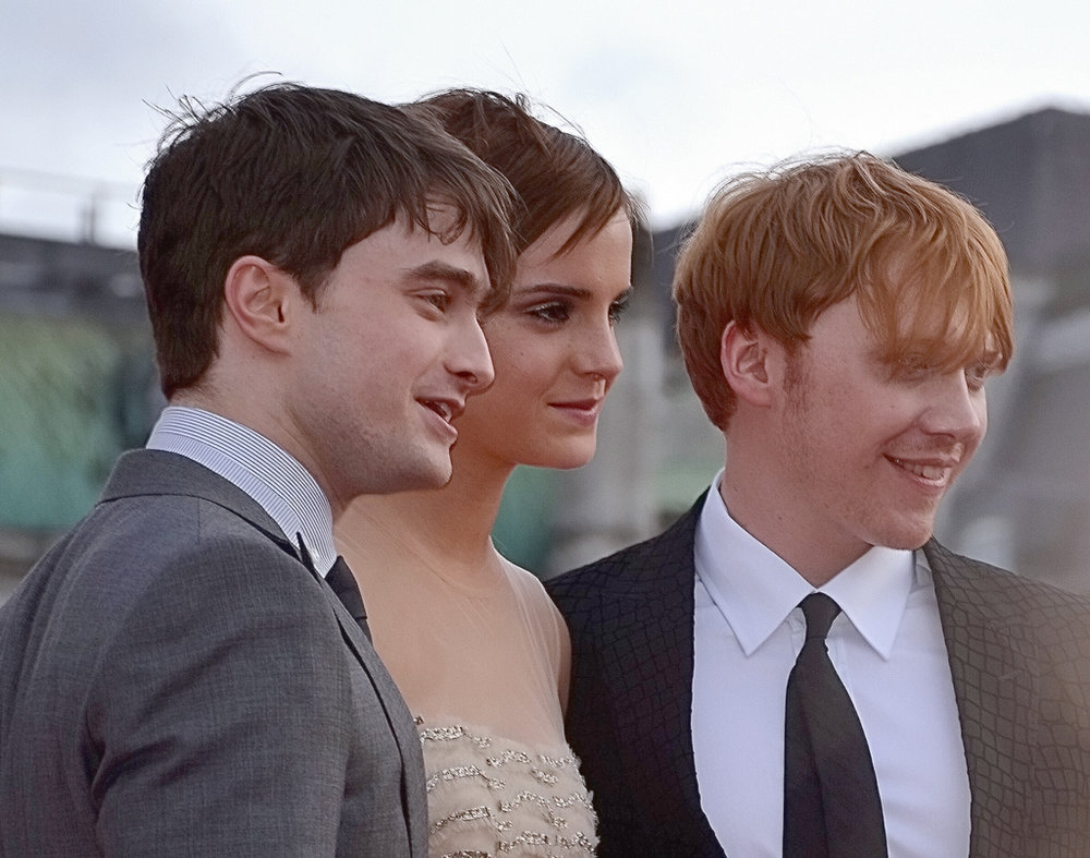 Daniel_Radcliffe,_Emma_Watson_&_Rupert_Grint_colour.jpg
