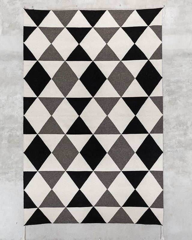 Hand woven modern area rug using locally sourced wool from Oaxaca. A unique design that makes a perfect acquisition for any space, The lightness of the color combined with equally spaced shapes bring texture as a magnificent textile design to your environment while allowing soft and contrasting colors with this beautiful rug. • • • • • • #oaxaca #arearug #noborders #mexicandesign #interiordesign #wool #artisanal #mexican #organicwool