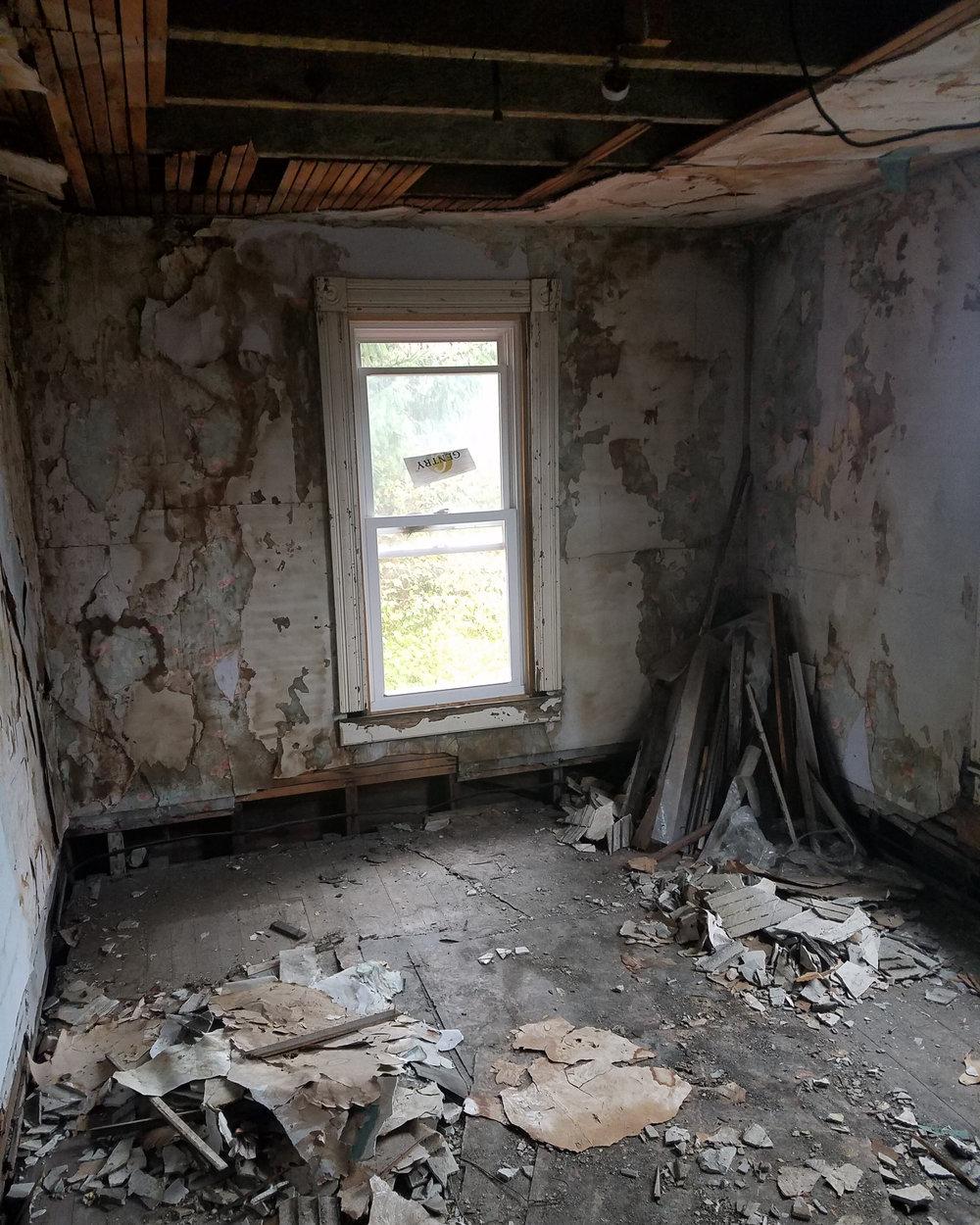 Apt5-lv-room.jpg