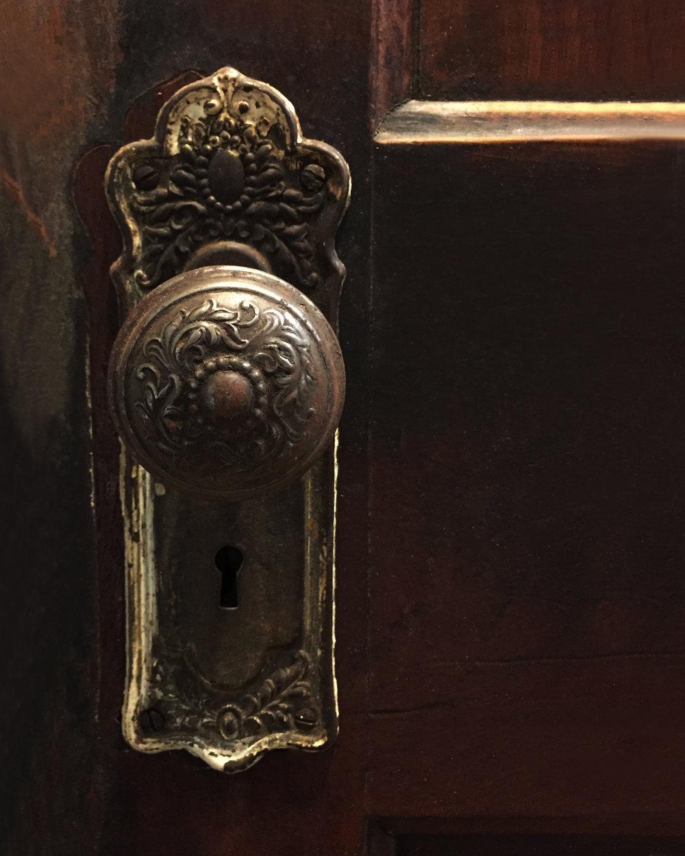 Apt5-doorknob.jpg