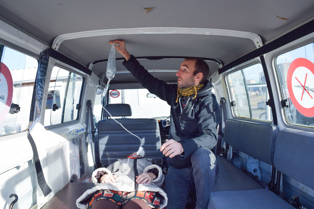 Idriss shows us the interior of a multi-purpose Landcruiser and demonstrates some of the issues surrounding the IV Fluids.   Photo: Nils Aksnes / Fearsome