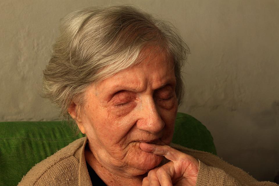 grandma-1937451_960_720.jpg