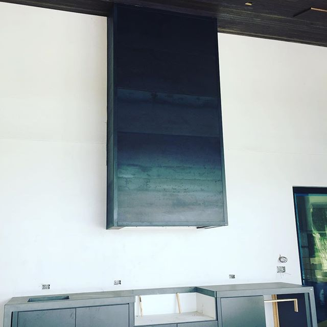 ¡ Project Wrap Up ! - This summer kitchen vent hood is cladded with hot rolled steel in a Matte Finish🔥The natural heat signatures were left in the steel to show a gradient color variation from light-ish gray to dark steel gray. It really toughened up the aesthetic of this kitchen 💪🏼More pics to come once the grill and fixtures are installed. #claditup