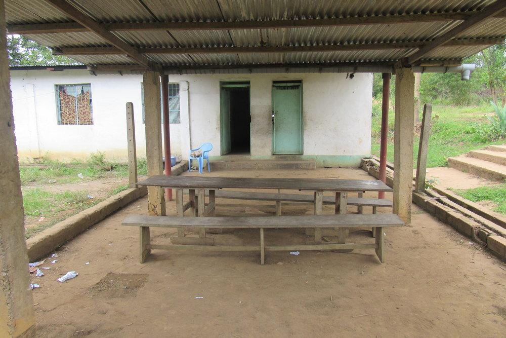 Table a Manger (Foyer Simbiliki)