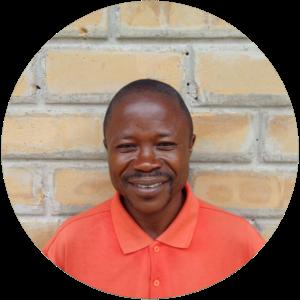 Claver Ngwabana    (lic. en environnement Unikin)    Directeur Technique du GI Agro et Responsable de l'Amélioration du Revenu Paysan    📞+243  811785109   ✉    cngwabana@yahoo.fr