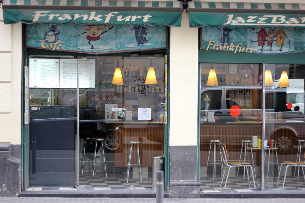 Einladend -- ein Frankfurt am Barcelonas Broadway Avenida del Parallel.jpg