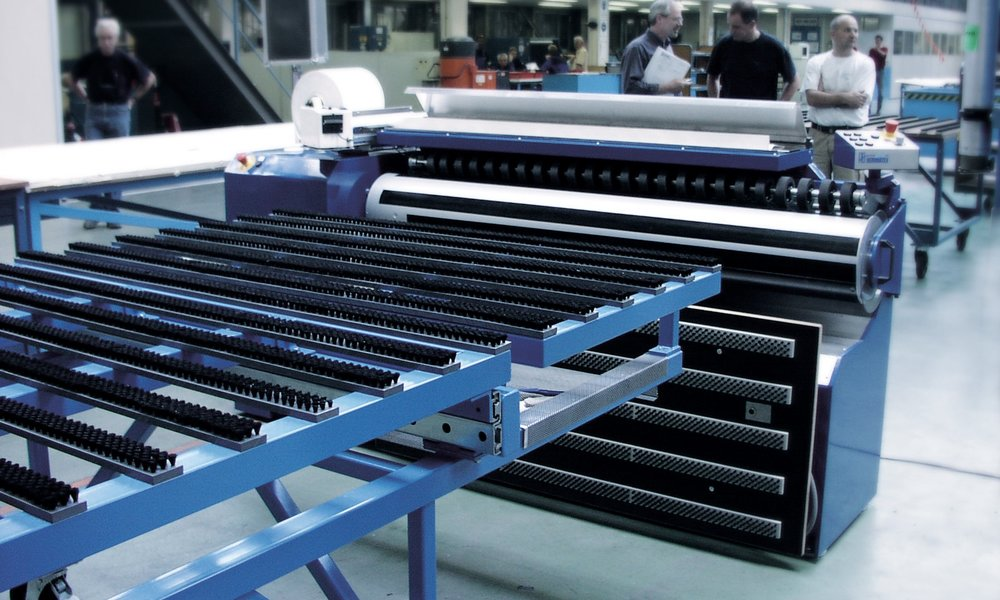 ROLLER Developed to roll up aluminium foil for the aviation industry.