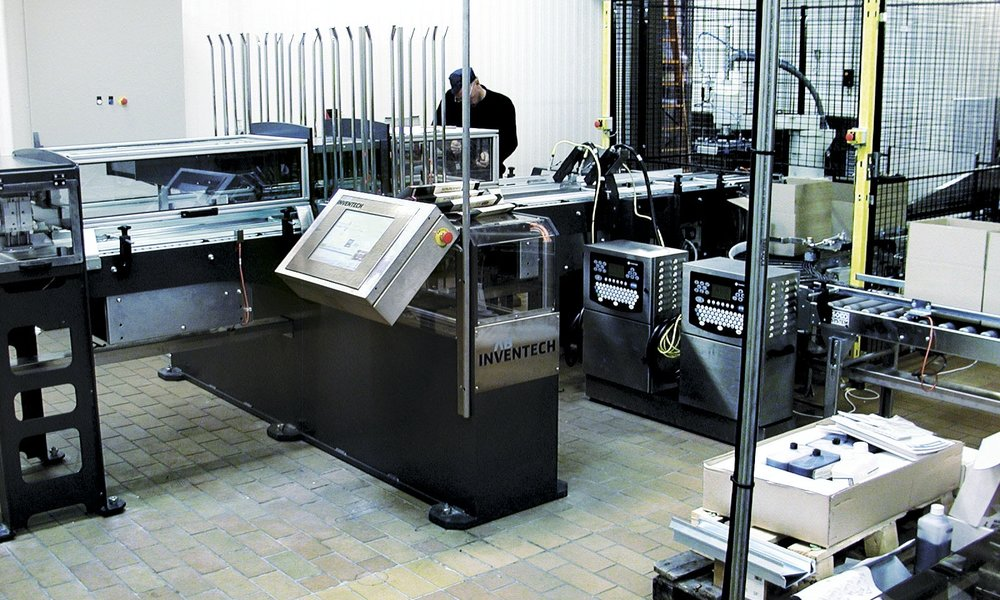 PACKAGING SYSTEM High-speed spare ribs packaging system that packs the products into boxes and then onto pallet.