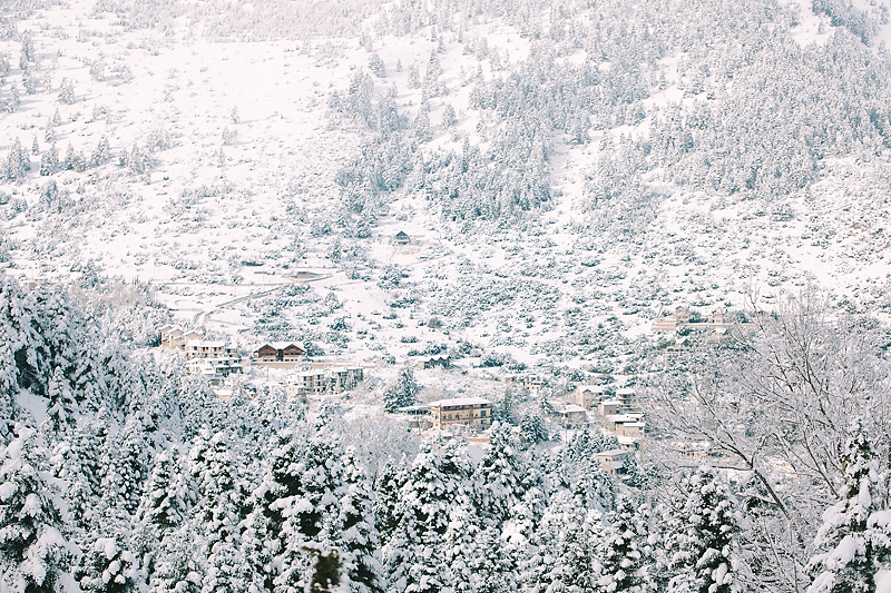 styled-shoot-winter-greece-destination-wedding-luxury-chic-burgundy-white-gold-dinner-floral-design