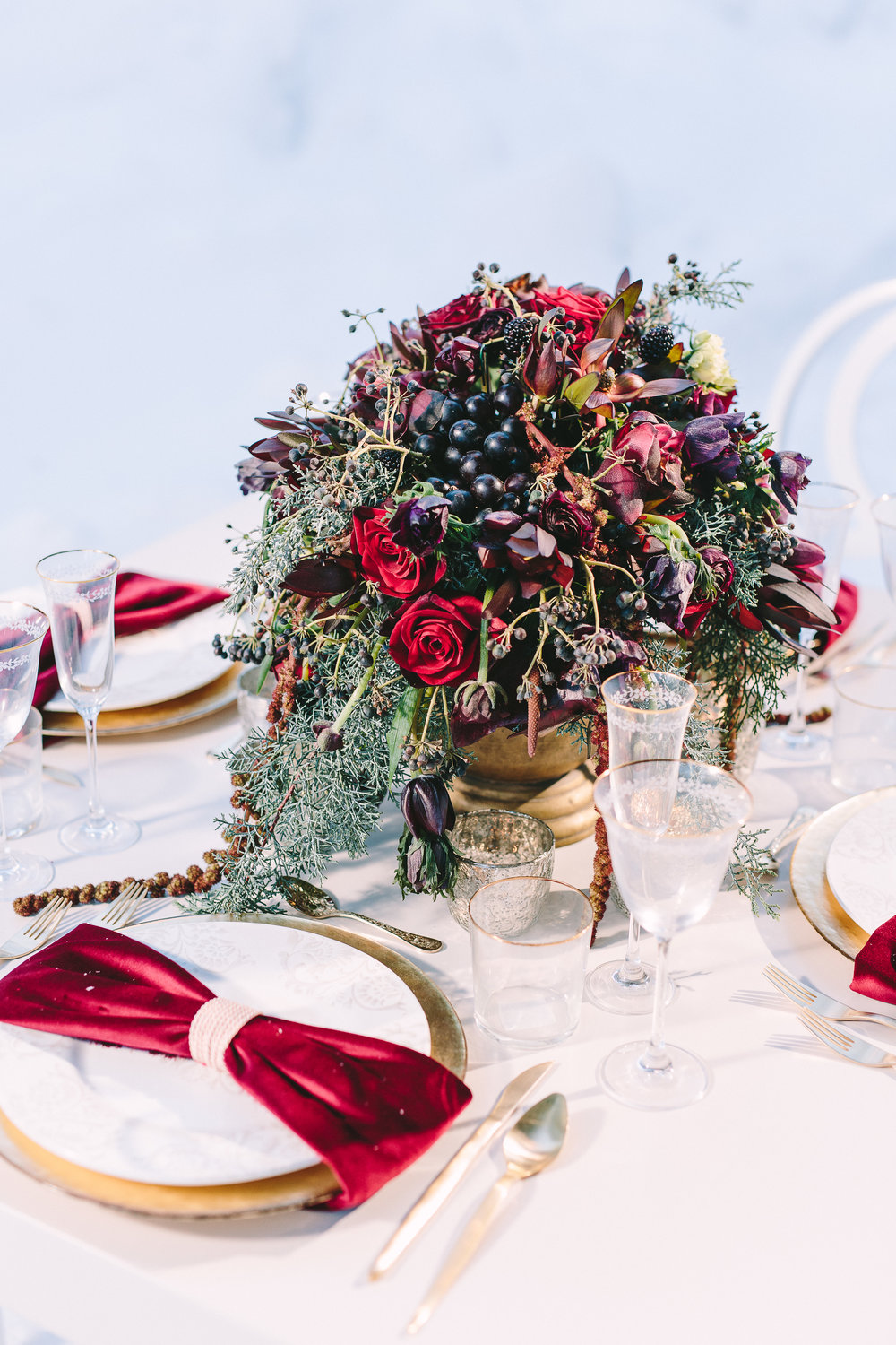 styled-shoot-winter-elatos-resort-greece-destination-wedding-table-luxury-chic-burgundy-white-gold-dinner-floral-design