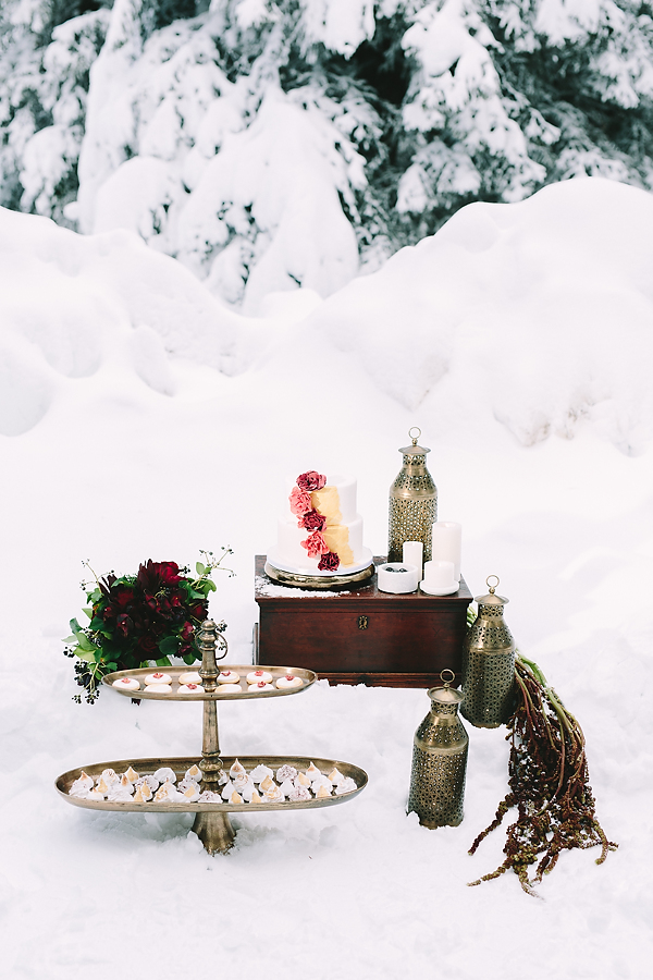 destination-wedding-greece-elatos-resort-desert-wedding-cake-marble-gold-decoration-wedding-planning