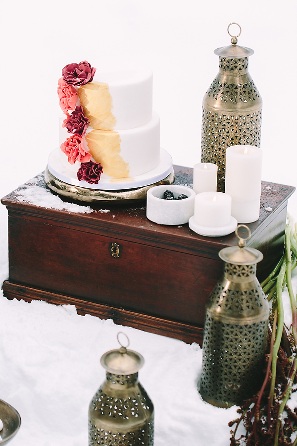 destination-wedding-greece-elatos-resort-desert-wedding-cake-marble-gold-decoration-wedding-planning