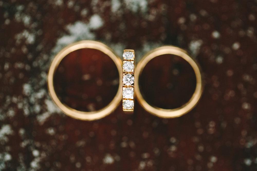 destination-winter-wedding-greece-gold-marriage-ring