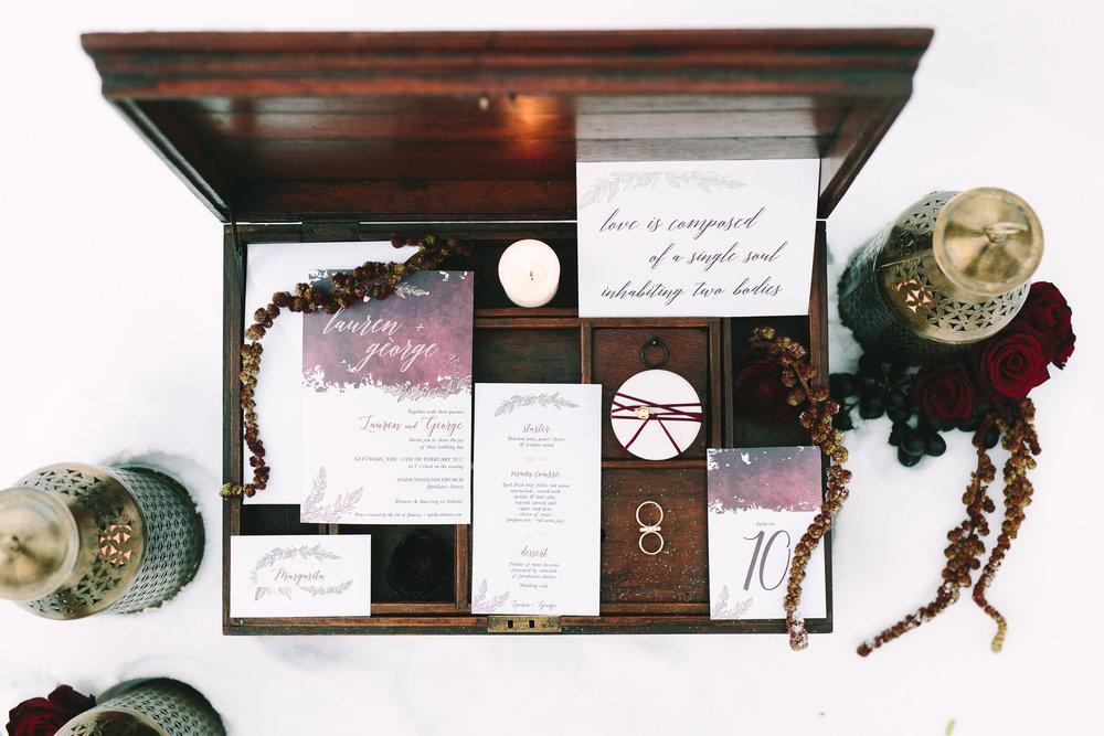 wedding-decoration-inspiration-wood-rustic-burgundy-wed-stationery-gold-diamonds-ring-bridal