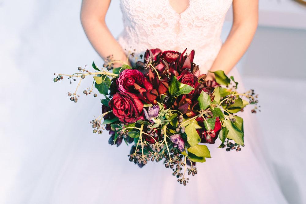 wedding-bouquet-floral-design-bride-dress-lace-costarelos-bridal