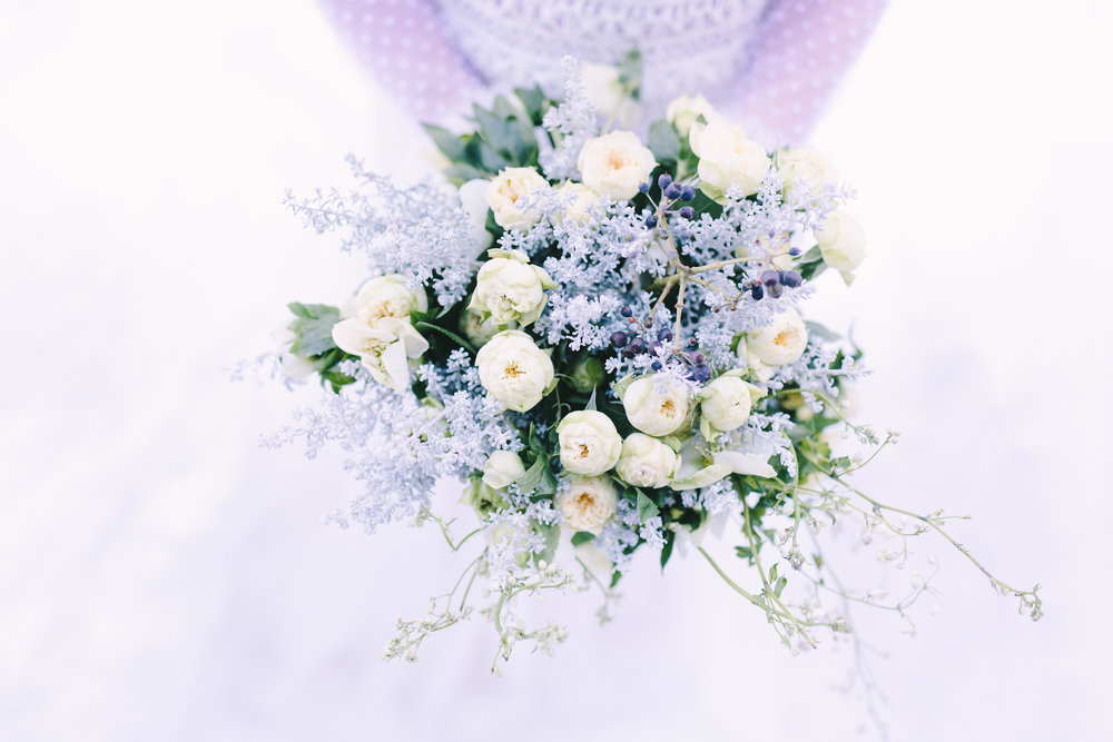 Destination-winter-wedding-greece-wedding-planning-snow-white-feathers-luxury-silver-bouquet-greenery-lace