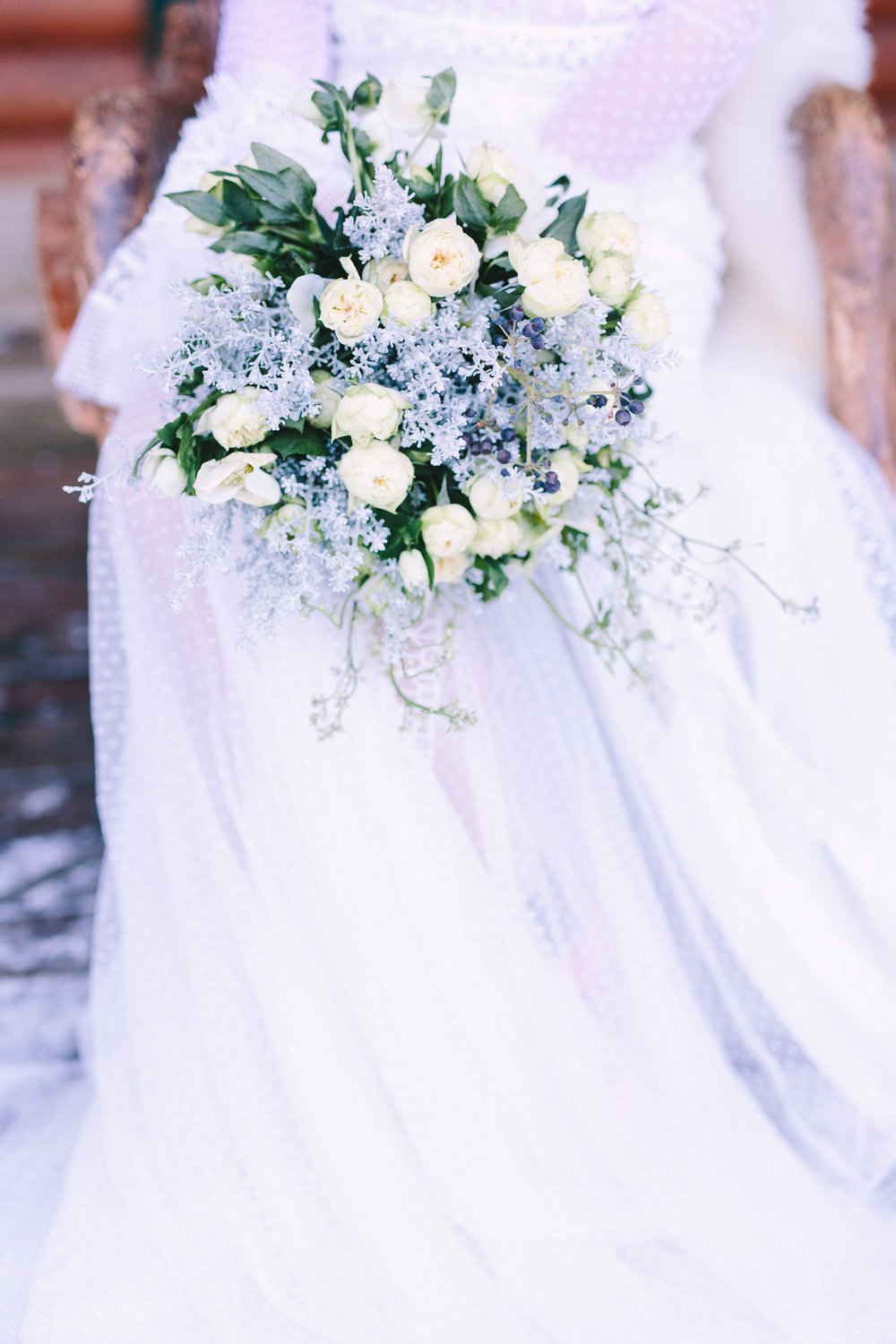 Destination-winter-wedding-greece-wedding-planning-snow-white-feathers-luxury-bouquet-bride-dress-lace-fairytale