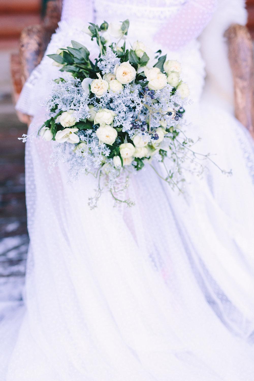 Destination-winter-wedding-greece-wedding-planning-snow-white-feathers-luxury-bouquet-bride-dress-lace-fairytale