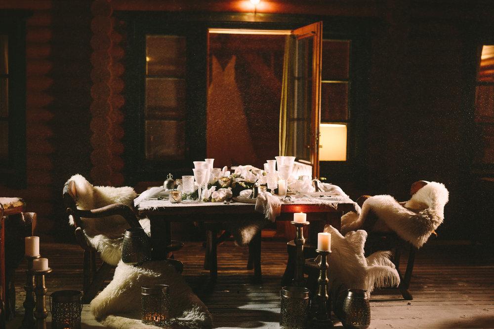 Destination-winter-wedding-greece-wedding-planning-snow-white-feathers-luxury-dinner-tablescape