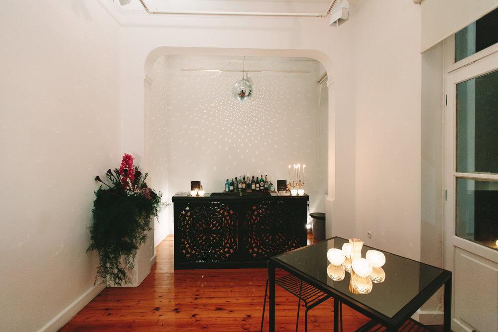 art-gallery-athens-dinner-party-luxury-mirror-dark-moody-concept-event-planner29.jpg