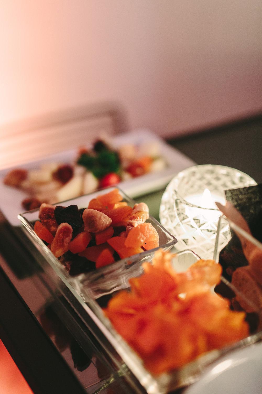 art-gallery-athens-dinner-party-luxury-mirror-dark-moody-concept-event-planner42.jpg