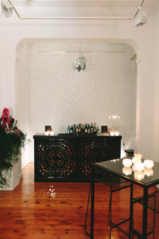 art-gallery-athens-dinner-party-luxury-mirror-dark-moody-concept-event-planner30.jpg