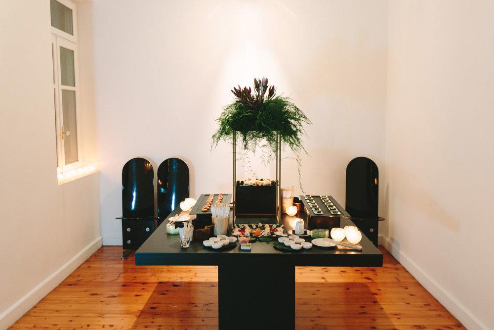 art-gallery-athens-dinner-party-luxury-mirror-dark-moody-concept-event-planner52.jpg