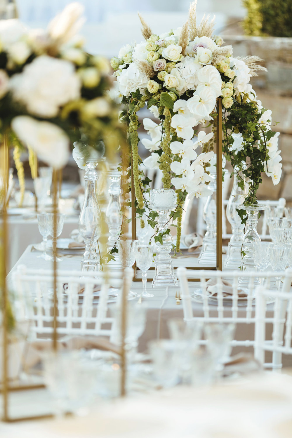 wedding-planning-silkentile-kythnos-island-greece-luxury-destination-luxury-gold-blush-beach-sunset-party-ceremony-love-travels-wedding-dinner-table -party-artdelatable-crystal-tablescape-arrangement-centerpiece-flower-design