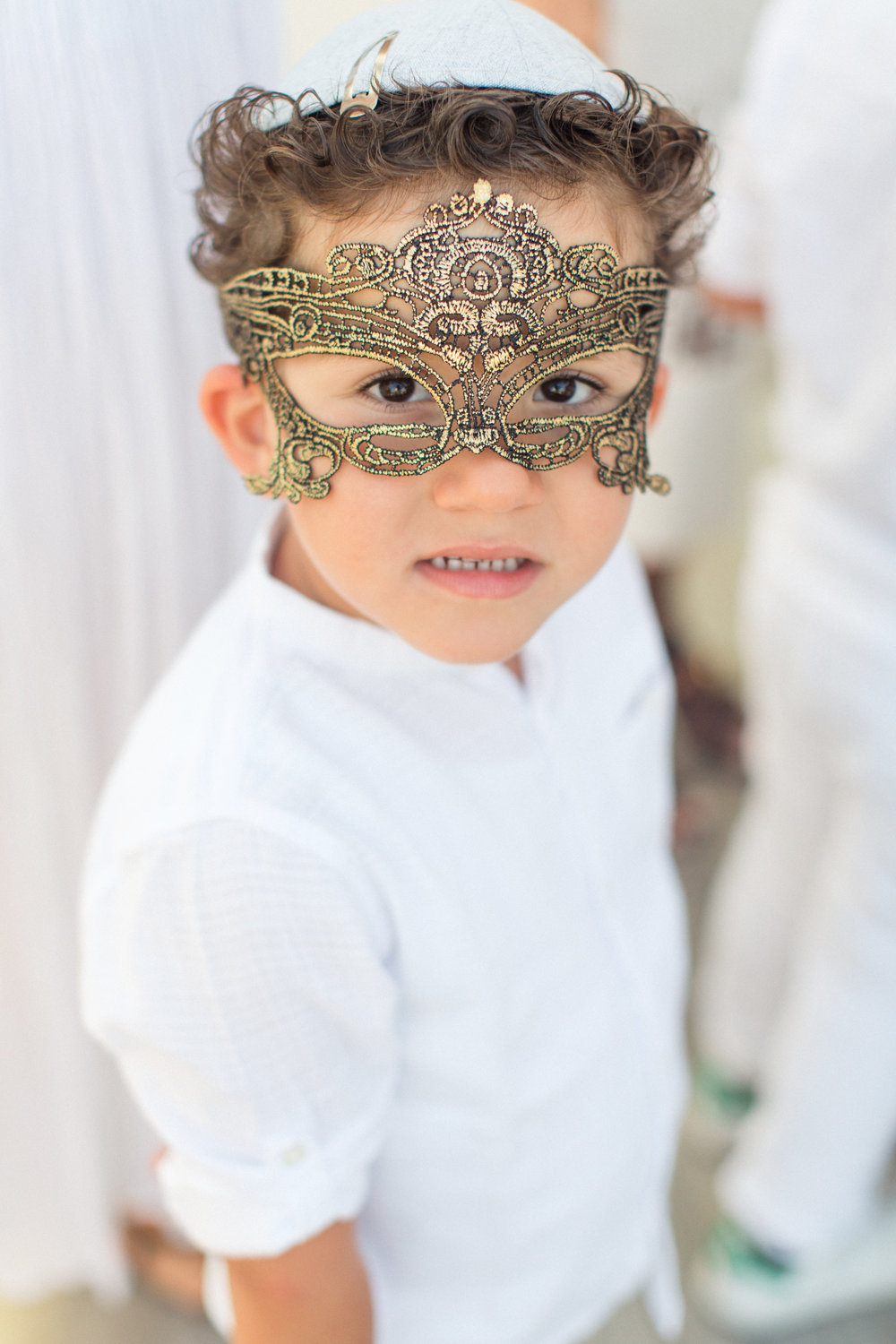 ancient-greek-theme-all-white-event-gold-mask-wedding-in-mykonos-silkentile-royal-myconian-collection