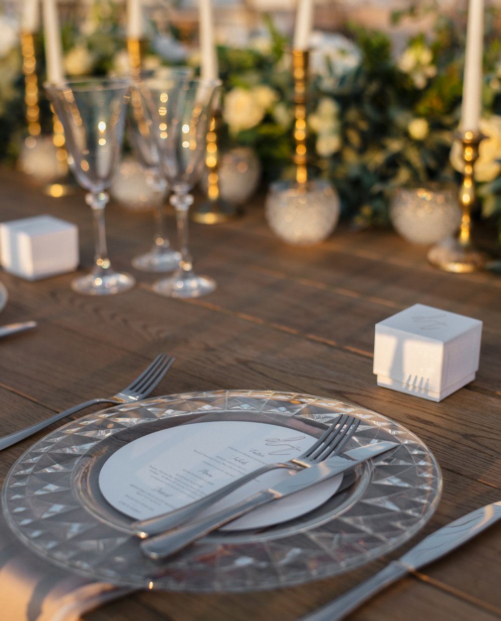 santorini-island-greece-wedding-dinner-celebration-ceremony-groom-brid-sunset-wedding-table-crystal-charger-plate-arrangement-rocabella-hotel-silkentile-event-planning-firm
