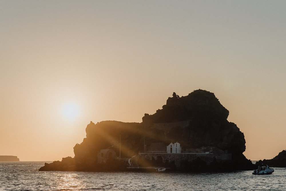 wedding-santorini-prewedding-bride-groom-greek-islands-event-planning-coordination-decoration