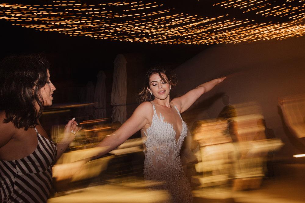santorini-island-greece-wedding-dinner-celebration-ceremony-groom-bride-fairy-lights-bulbs-wedding-table-arrangement-rocabella-hotel-silkentile-event-planning-firm