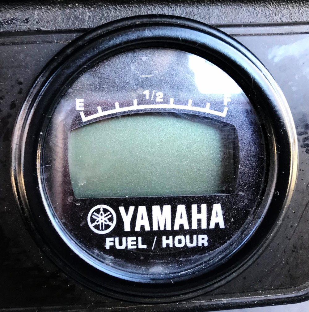 2017 Yamaha Drive 2 6-PASS White J0D-006296 Fuel Hour Gauge.jpg