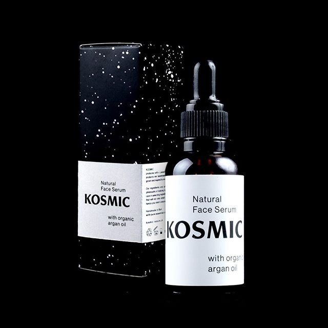 The perfect everyday face serum to prevent dryness and help your skin to defend itself against signs of aging. With organic argan and pure essential oils 🌳#naturalbeauty  #naturalcosmetics #faceserum #kosmicspace #kosmic #nopalm #nosynthetics #nosls #noanimaltests #nomineraloils #arganoil #jojoba #cananga #rose #naturalglow #happyskin #naturallift  www.kosmic-nature.ch