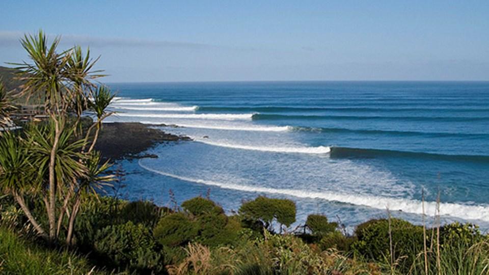 ledt-hand-surf-break-raglan-new-zealand.jpeg