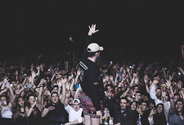 """raise ur hand if u think i have a big ass"""
