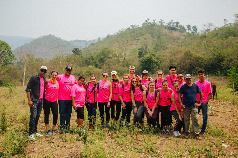 Group photo on Day one in El Remolino. I'm in love with my hot pink shirt haha!   Photos:  RP Imagery  /  @r_petey