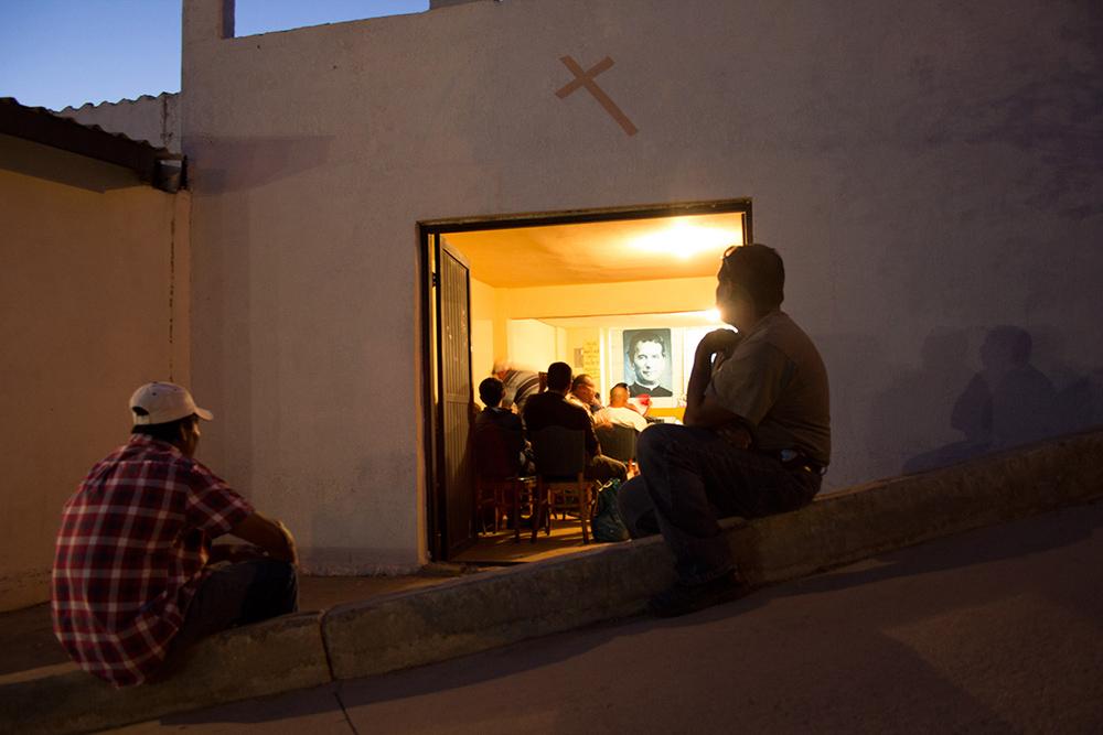 RolandoPalacio_Nogales_Sonora_Mexico_InChapelBeforeAtemptingToCrossBorder_2013.jpg