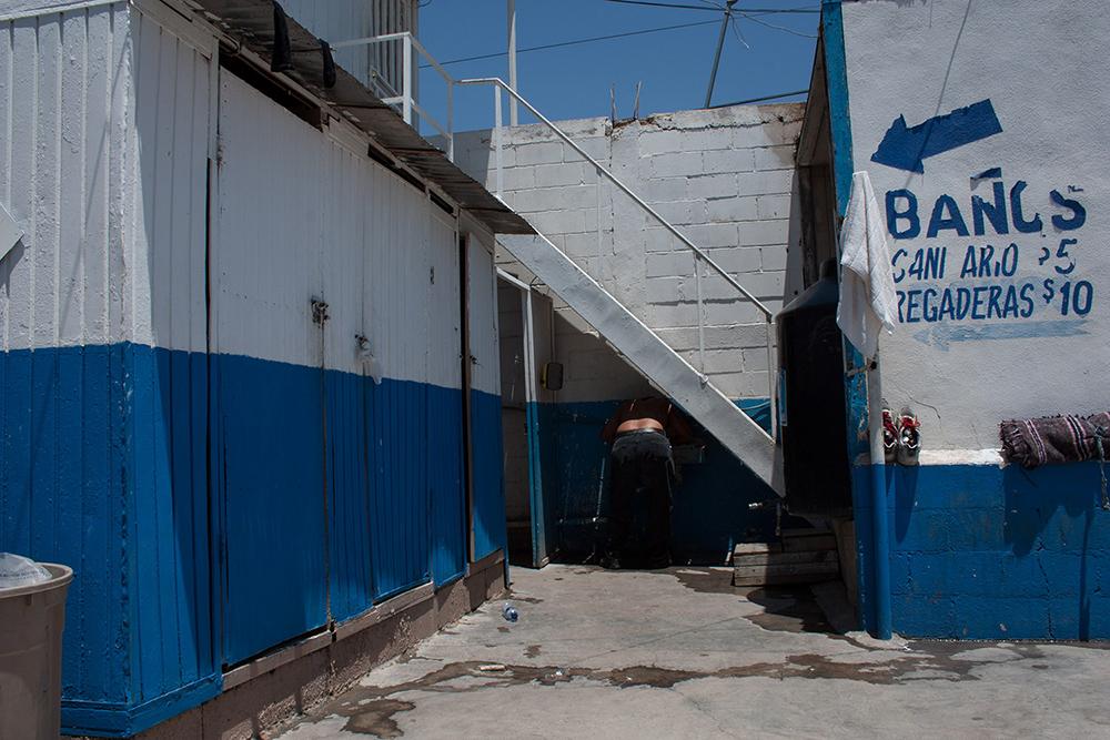 RolandoPalacio_Nogales_Sonora_Mexico_ManRefreshingUpInBathroom_2013.jpg