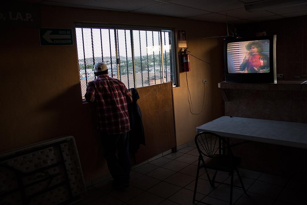 RolandoPalacio_Nogales_Sonora_Mexico_ShelterVoluteerWaitingForMigrants_2013.jpg