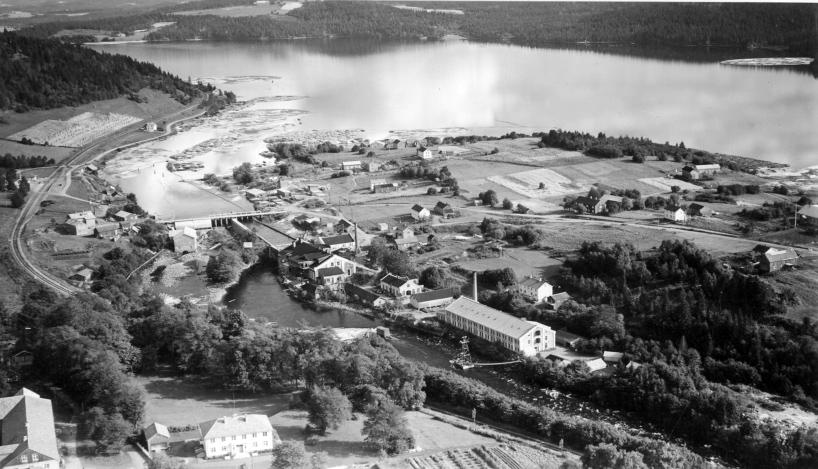 Industriområdet på Byafossen, med By Gård i forgrunnen